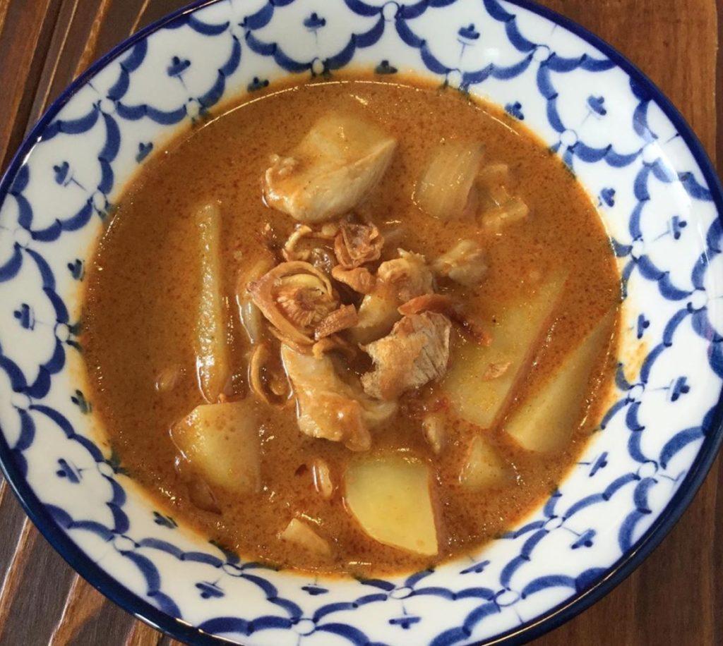 鶏肉のマサマンカレー