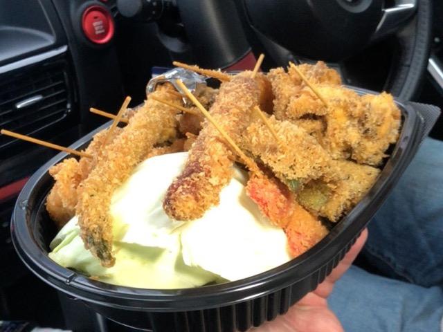 テイクアウトした串かつを車で食べてはいけない理由ともし食べてしまった時の対処法