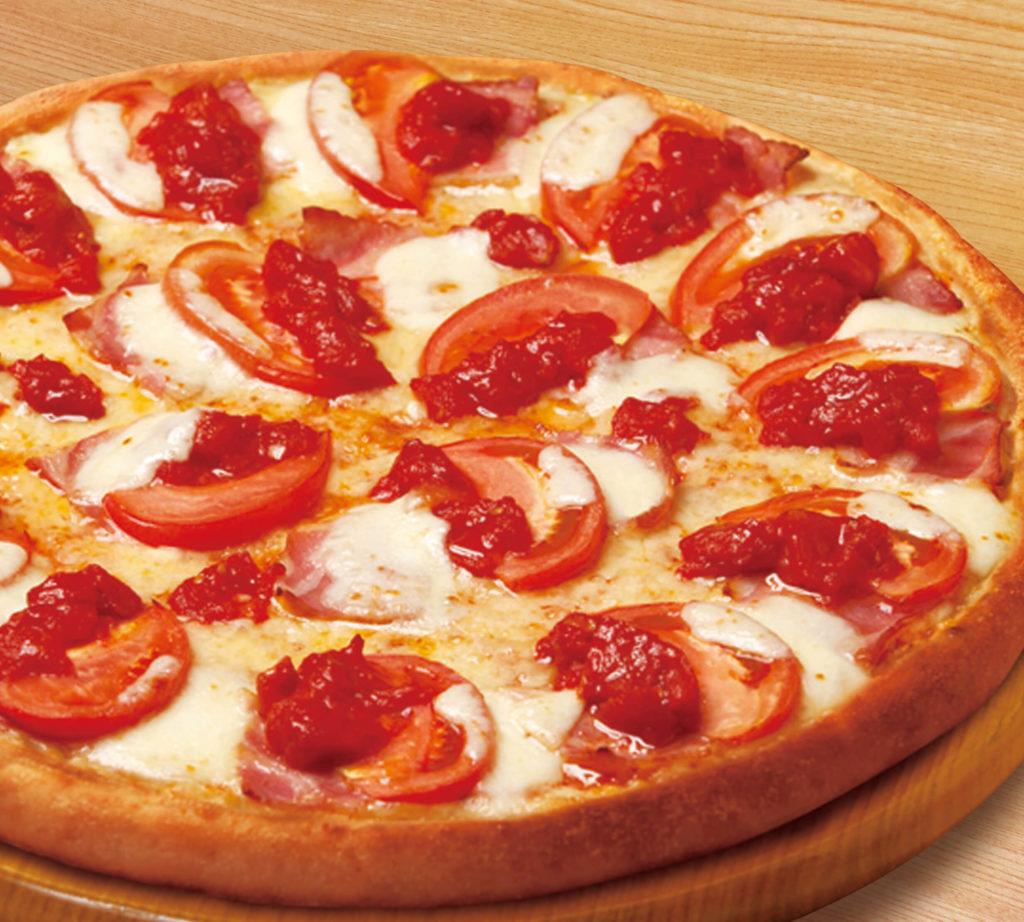 トマトとモッツァレラのピザ
