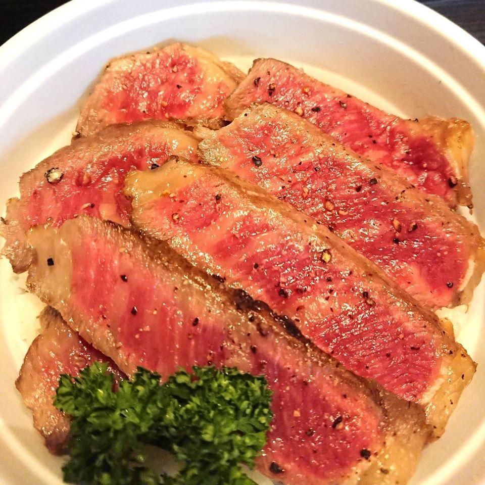 国産黒毛和牛のステーキ丼